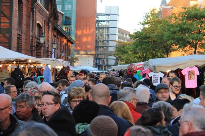 Crowds at the Fischmarkt