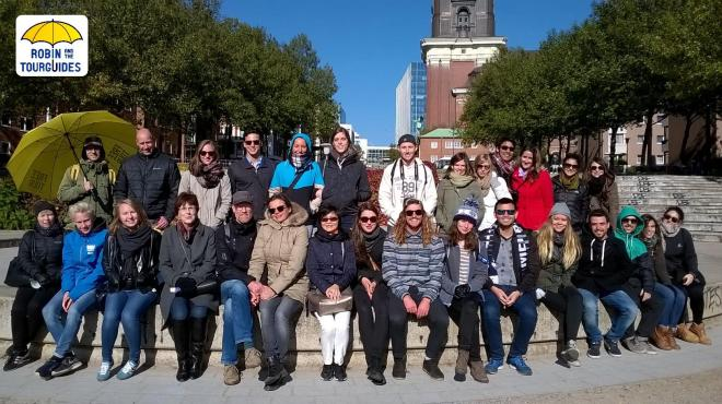 A group shot at the end of the Free Walking Tour
